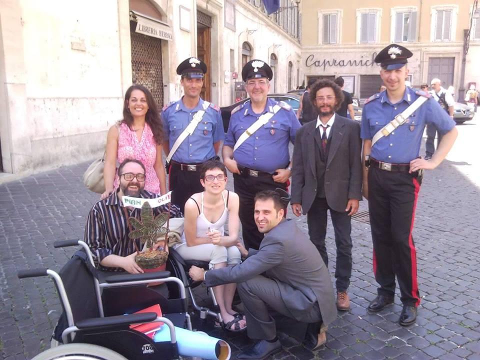 Fabrizio Pellegrini insieme a Lucia Spiri il suo compagno William ed Andrea Trisciuoglio di LapianTiamo, Racale.